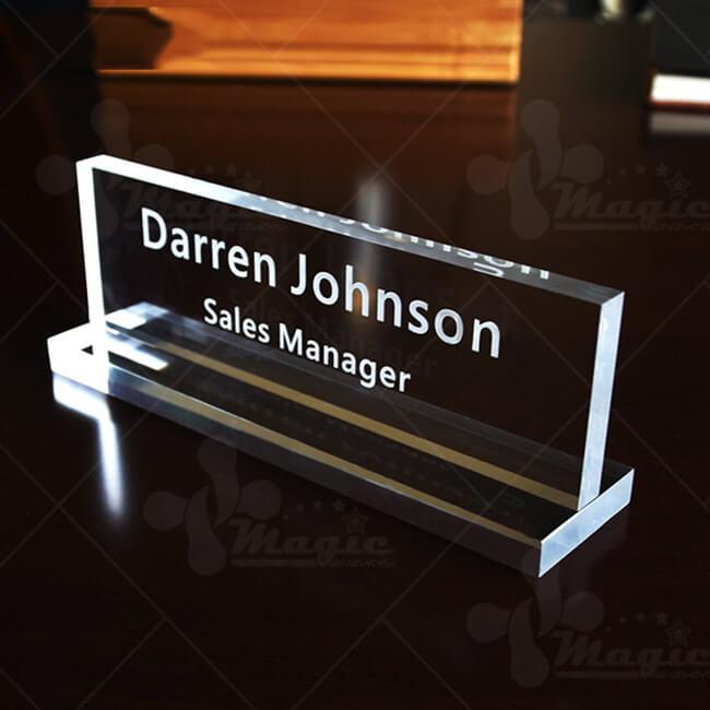 Bảng tên để bàn làm việc bằng pha lê sale manager