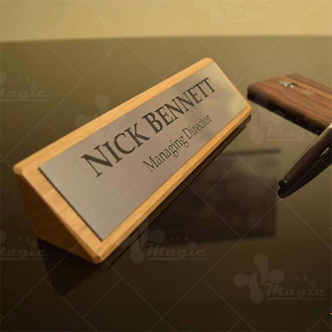 Bảng tên bàn làm việc gỗ kết hợp inox cho giám đốc quản lý