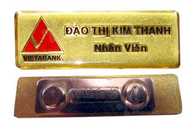 Bảng tên cài áo mạ vàng 24k cho nhân viên ngân hàng
