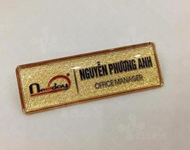 Bảng tên nhân viên bằng mạ vàng 24k quản lý vă phòng