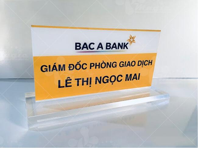 Bảng tên để bàn bằng mica ngành ngân hàng